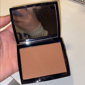 Anastasia Bronzer in the shade Cappuccino